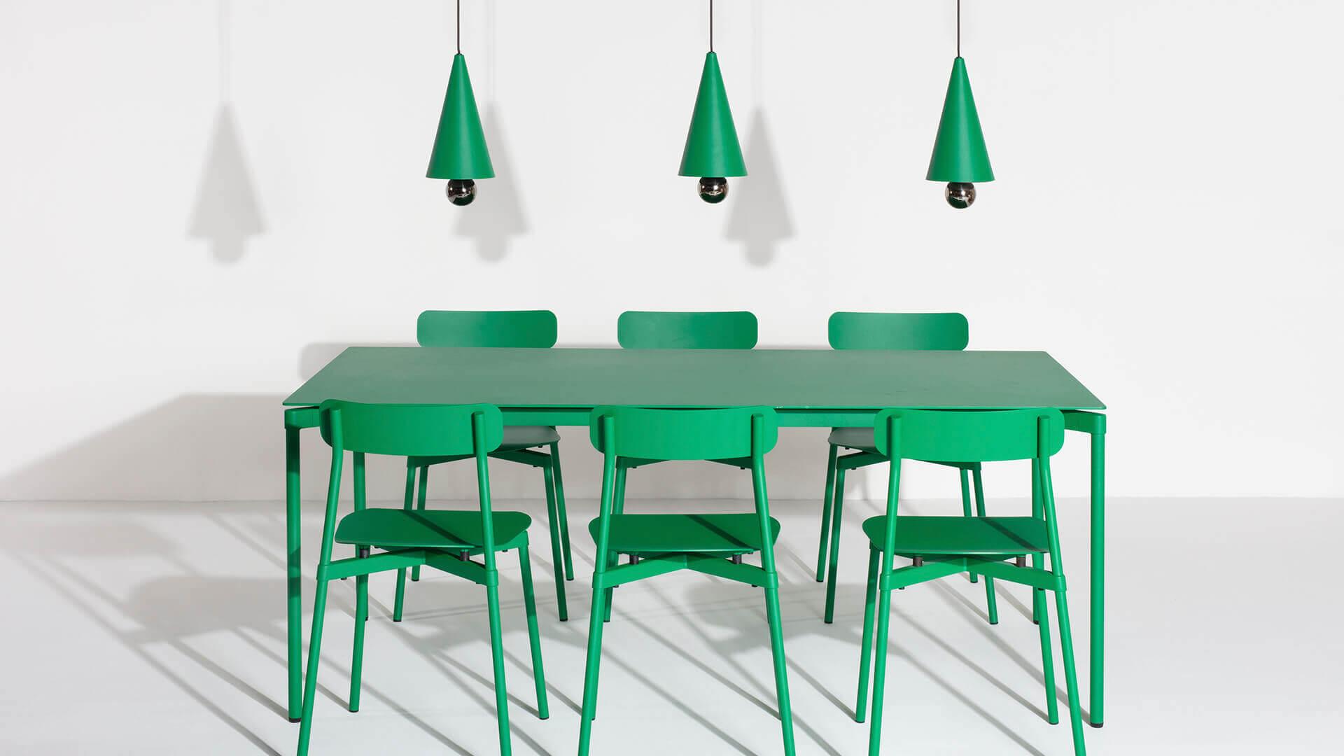Chaises Fromme vert menthe et petites suspensions Cherry LED - Petite Friture